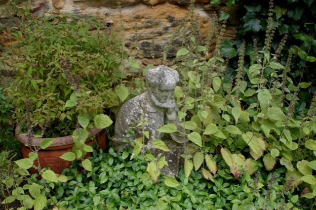 Little sculptures everywhere!